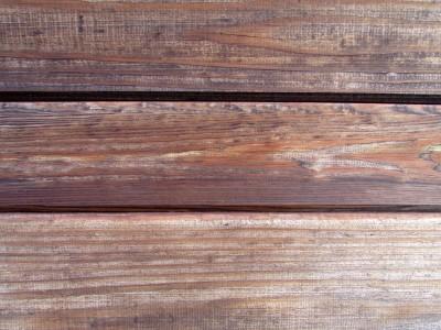 drewno-zmienia-kolor